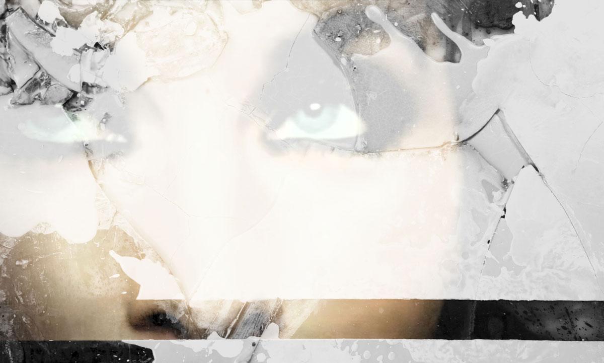 Medusa de bellos ojos y mejillas